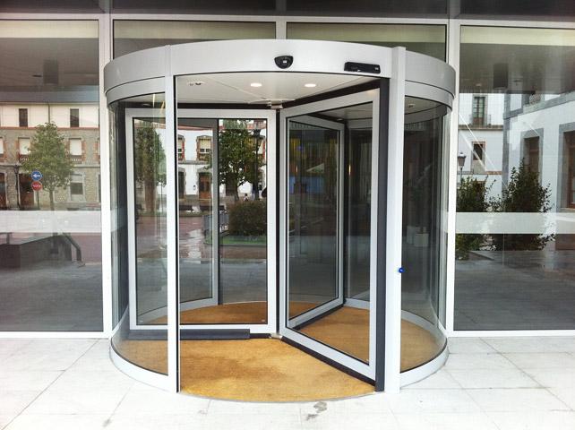 karuselnye-dvery-ot-saldi